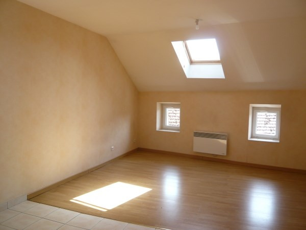 Rental apartment Courtenay 350€ CC - Picture 2