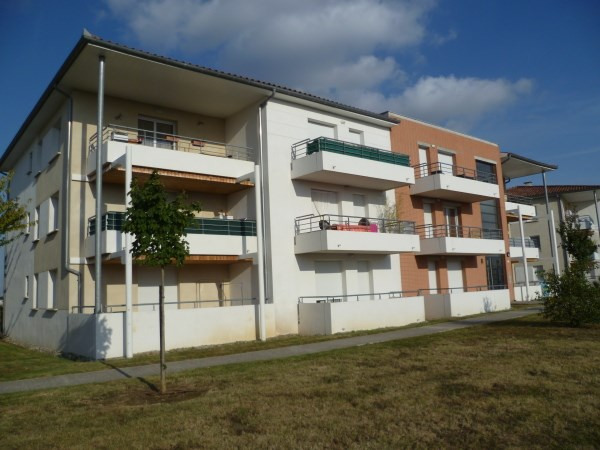 Location appartement La salvetat st gilles 467€ CC - Photo 1