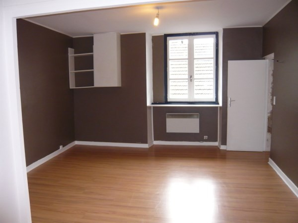 Rental apartment Cremieu 340€ CC - Picture 1