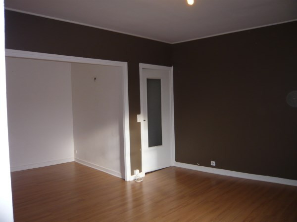 Rental apartment Cremieu 340€ CC - Picture 2