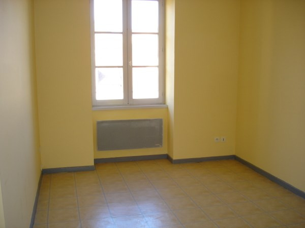 Rental apartment Cremieu 569€ CC - Picture 3