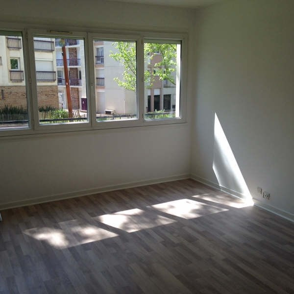 Location appartement Maurepas 891€ CC - Photo 1