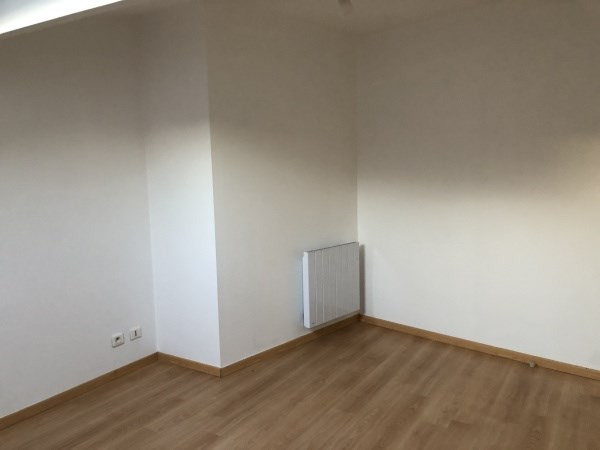 Rental apartment Bourgoin jallieu 390€ CC - Picture 3