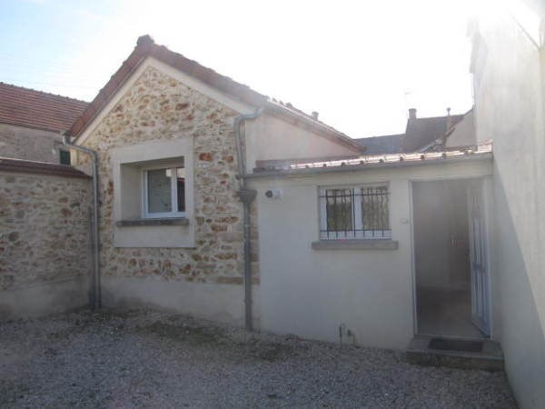 Rental apartment Marcoussis 869€ CC - Picture 1