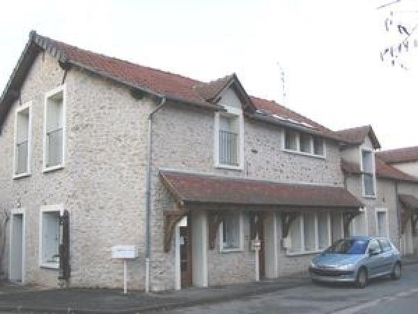 Location appartement Ballancourt sur essonne 560€ CC - Photo 1