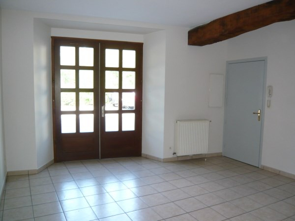 Location appartement Cremieu 495€ CC - Photo 1