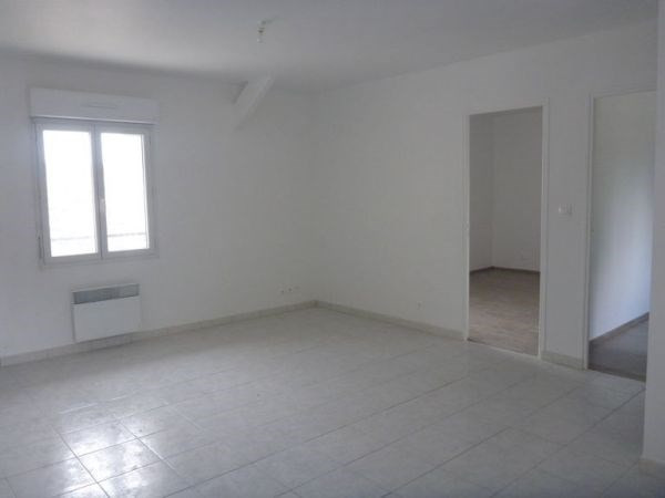 Rental apartment D'huison longueville 700€ CC - Picture 1