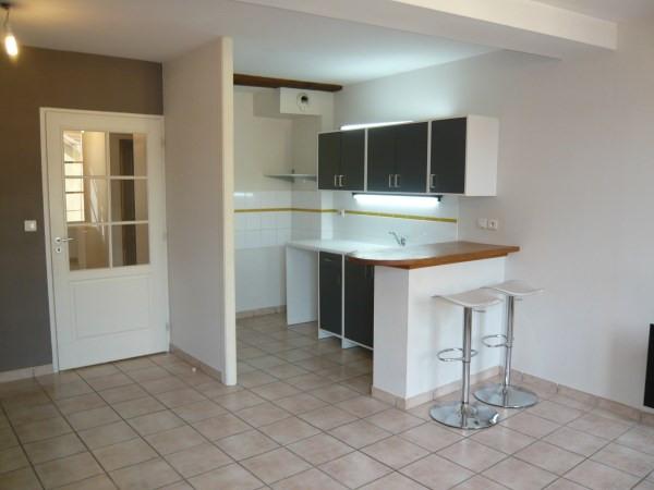 Rental apartment Cremieu 624€ CC - Picture 2
