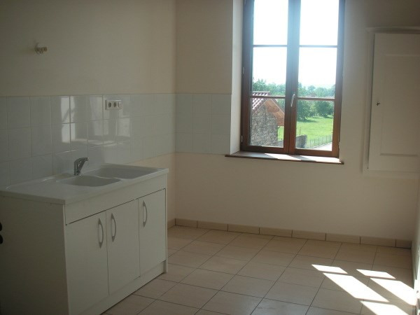 Location appartement St jean le vieux 558€ CC - Photo 1