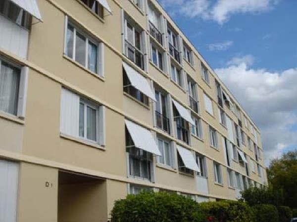Rental apartment Rueil malmaison 1048€ CC - Picture 2