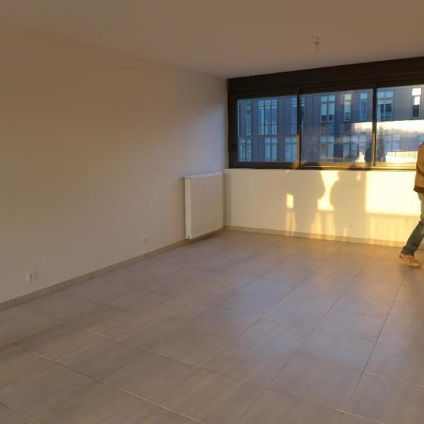 Rental apartment Lyon 9ème 911€ CC - Picture 1
