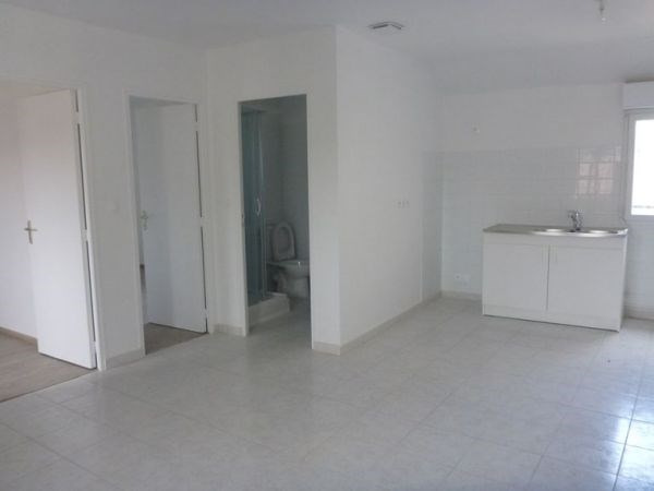 Rental apartment D'huison longueville 700€ CC - Picture 2