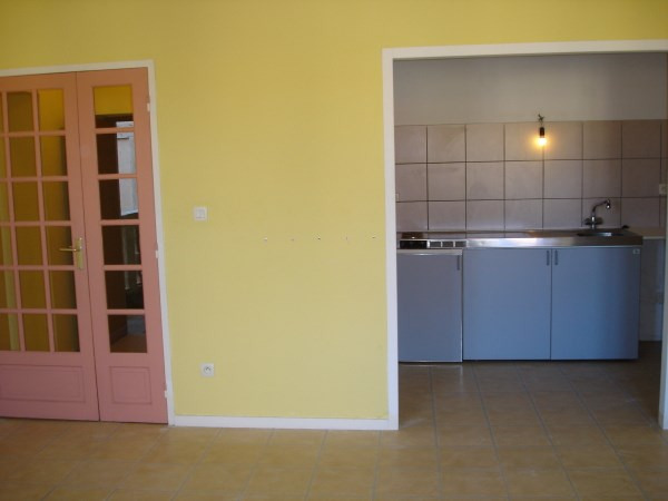 Rental apartment Cremieu 569€ CC - Picture 1