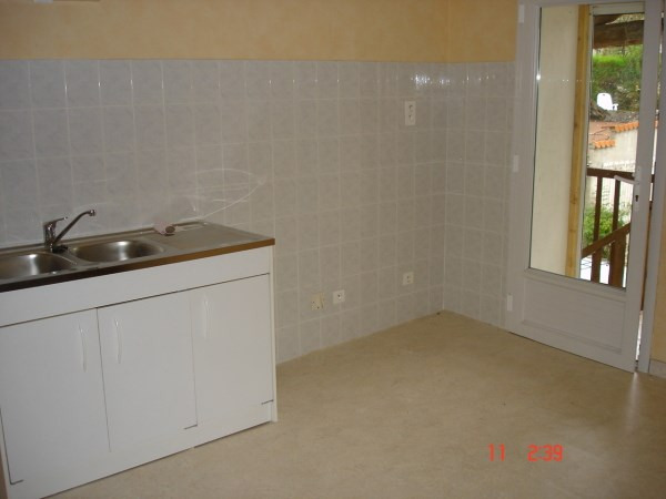 Location appartement Courtenay 400€ CC - Photo 1