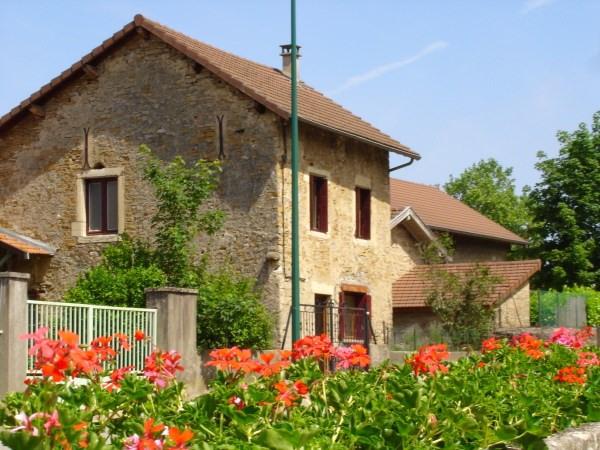 Rental house / villa Leyrieu 842€ CC - Picture 1
