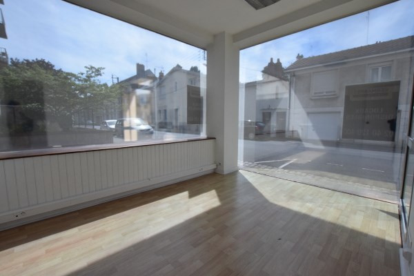 Location local commercial Nantes 800€ CC - Photo 1