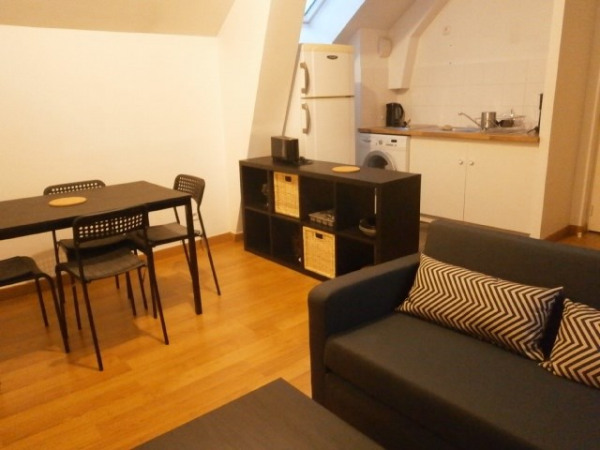 Furnished 1 bedroom flat between center and train station