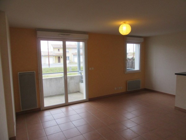 Rental apartment La salvetat st gilles 497€ CC - Picture 4