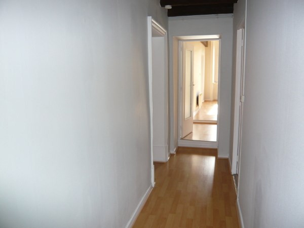Rental apartment Cremieu 620€ CC - Picture 3