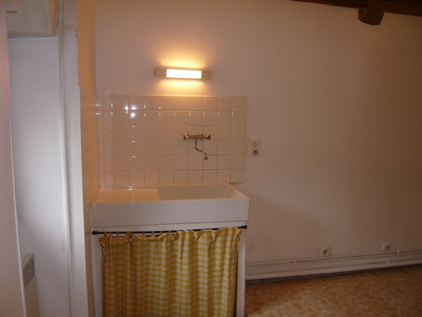 Rental apartment Cremieu 340€ CC - Picture 3