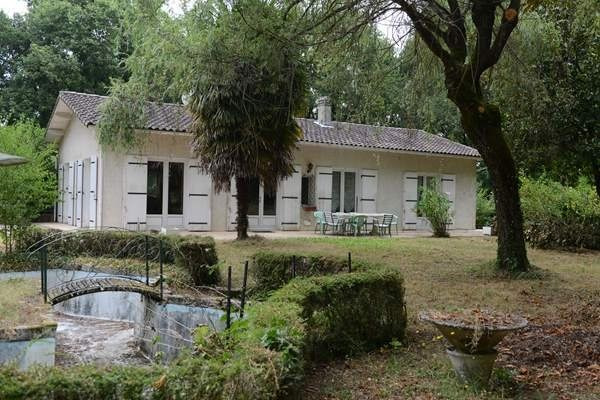 Sale house / villa Montguyon 190 000€ - Picture 1