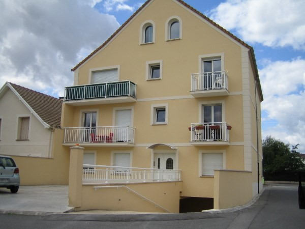 Rental apartment Le plessis pate 1 125€ CC - Picture 1