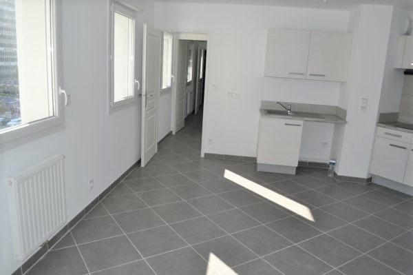 Rental apartment Marseille 5ème 742€ CC - Picture 2