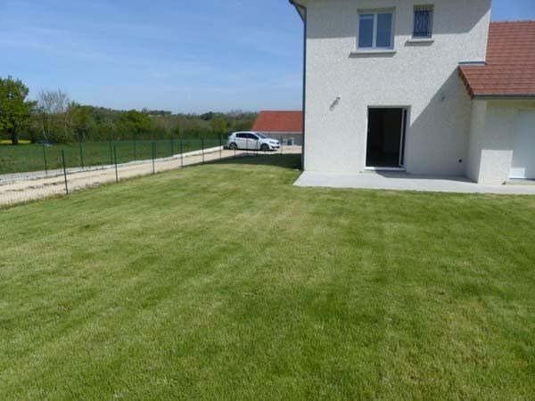 Rental house / villa Chateauvilain 875€ CC - Picture 1