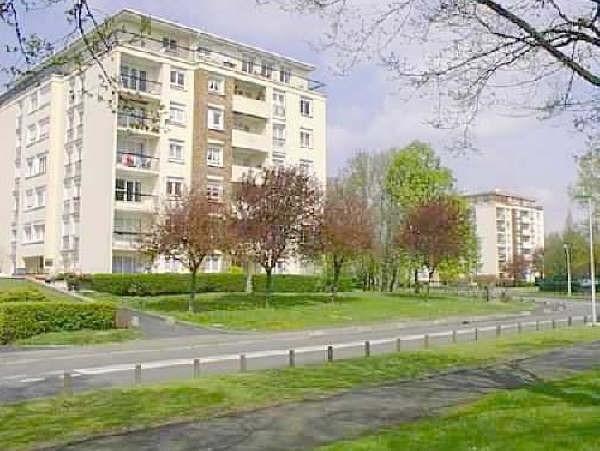 Sale apartment Maurepas 138500€ - Picture 1