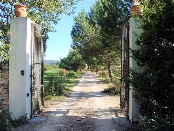 Sale house / villa Charleval 1 390 000€ - Picture 1