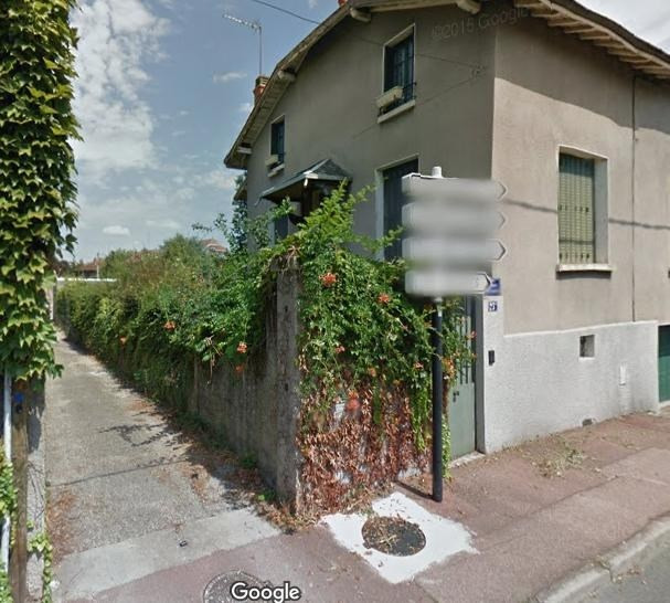 Location parking Bron 182€ CC - Photo 1