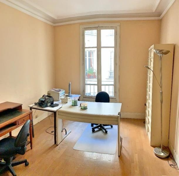 Deluxe sale apartment Paris 10ème 1 250 000€ - Picture 7