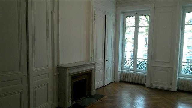 Location appartement Lyon 6ème 1358€ CC - Photo 1