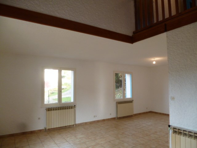Location maison / villa Bourg de thizy 765€ CC - Photo 6