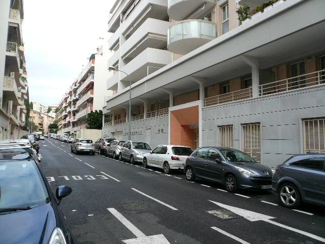Rental apartment Nice 830€ CC - Picture 2