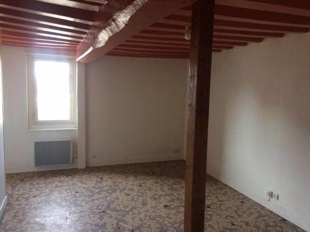 LISIEUX Appartement de type T2 comprenant: une entrée, un s