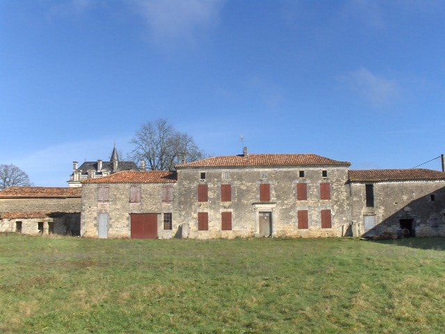 Sale house / villa Matha 127500€ - Picture 1