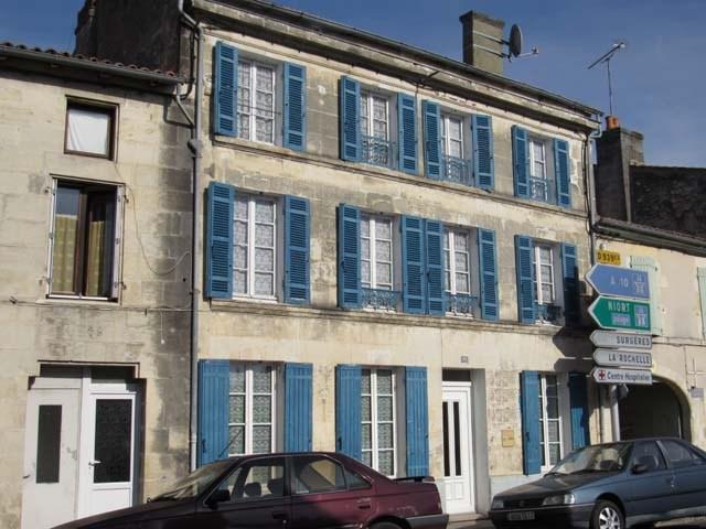 Sale house / villa Saint-jean-d'angély 69750€ - Picture 1