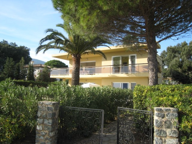 Vacation rental house / villa Cavalaire 2 800€ - Picture 7