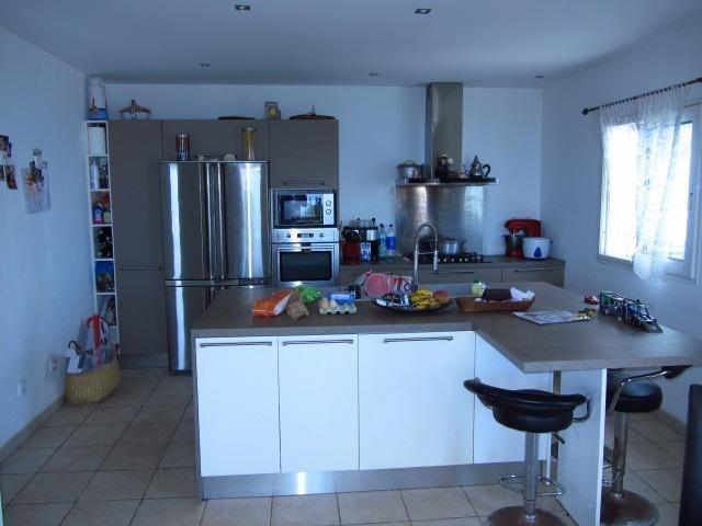 Sale house / villa Les avirons 395000€ - Picture 5