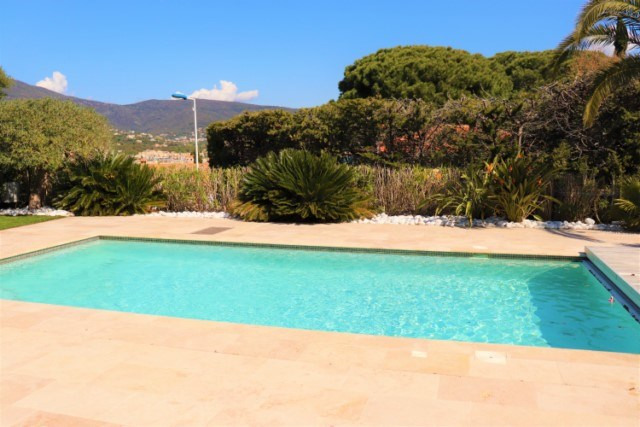 Vacation rental house / villa Cavalaire sur mer 2 200€ - Picture 7