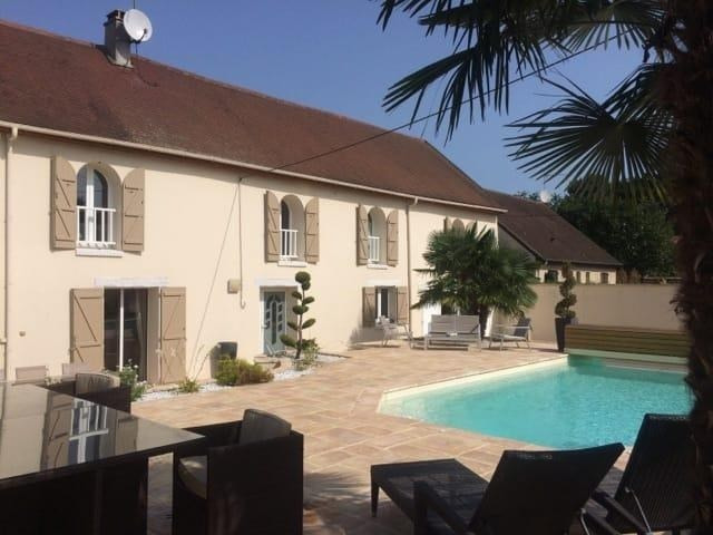 Sale house / villa Villenoy 679 000€ - Picture 1