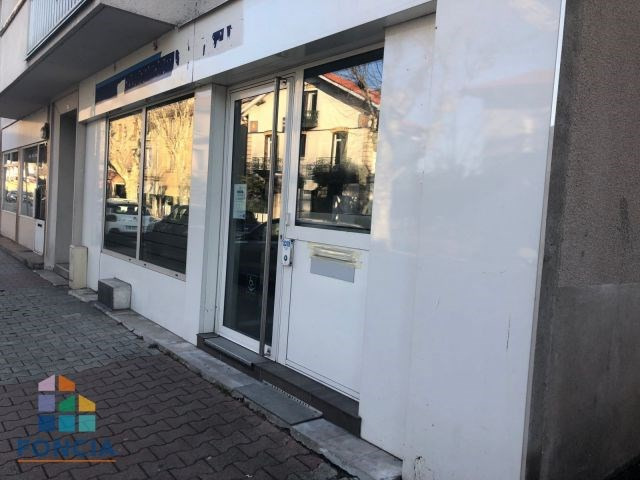 Location local commercial Aurec-sur-loire 1 720€ CC - Photo 2
