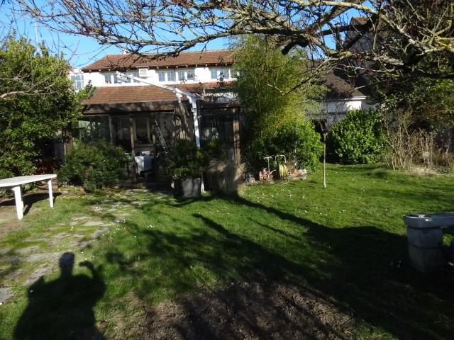 Sale house / villa Montargis 249000€ - Picture 1