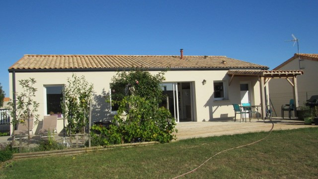Sale house / villa Saint-savinien 190 800€ - Picture 1