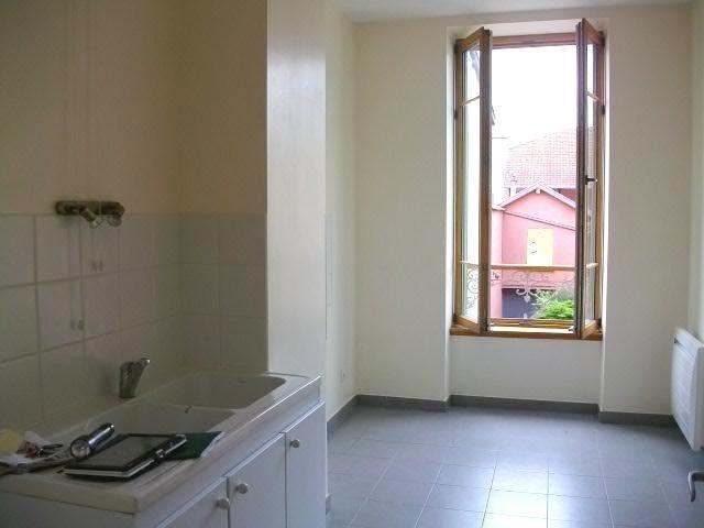 Location appartement Villefranche sur saone 741,42€ CC - Photo 2