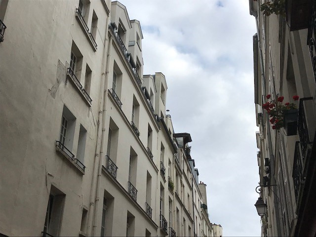 Sale apartment Paris 4ème 385 000€ - Picture 1