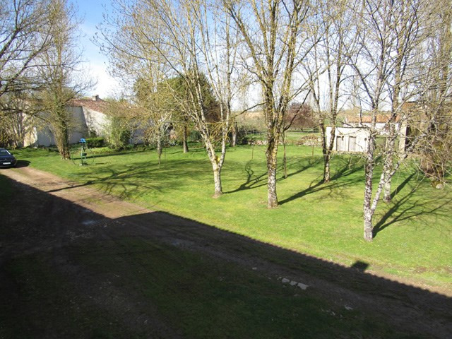 Sale house / villa Saint jean d'angély 75000€ - Picture 3