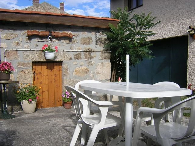 Investment property house / villa Seauve-sur-semene (la) 150 000€ - Picture 1