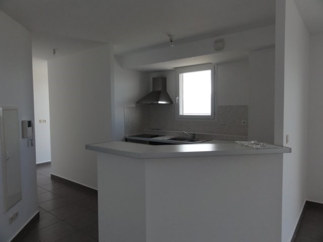 Location appartement St denis 1 300€ CC - Photo 3